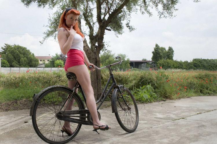 Modella Bici D'Epoca